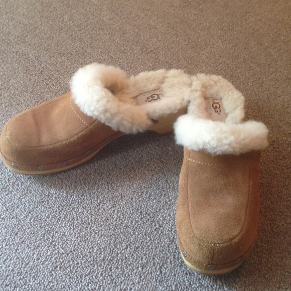 4cdc8053b9 UGG Shoes - Uggs Clogs