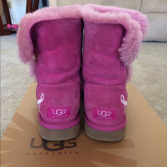 30 Off Ugg Boots 🚫sold🚫bailey Button Pink Ribbon Uggs
