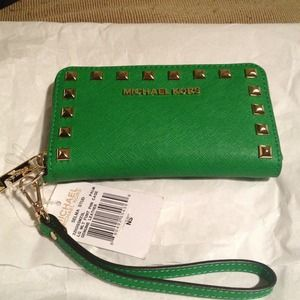 NWT Michael Kors Selma iPhone Wallet