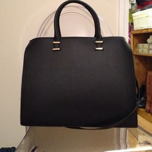 H&M Handbags - H&M large black tote