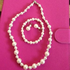 Jewelry - Beautiful set of necklace, bracelet and earring