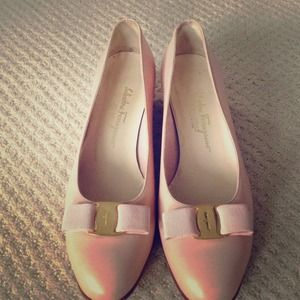 Iconic Ferragamo bow shoes