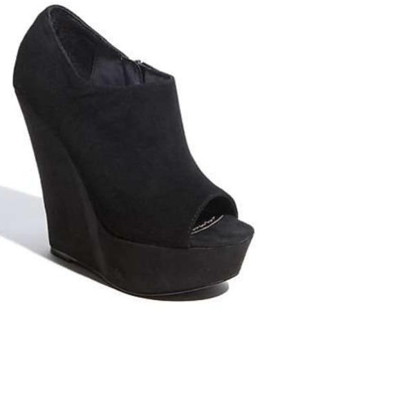d7775b02e94 Steve Madden Wiicked Peep toe Wedge suede bootie. M 53265cd83ddfd41fdb12c891