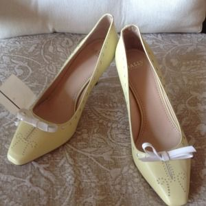 NWT Bally Yellow Leather Pumps w/ bow 6.5 US