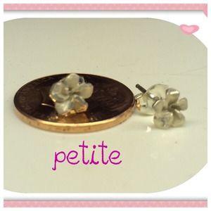 Jewelry - 💞Sterling silver Plumeria earrings.  Brand new.