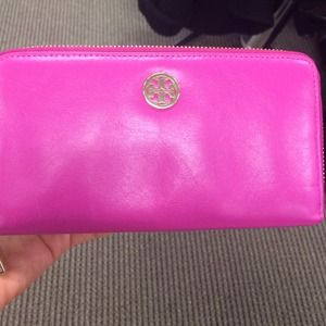Tory Burch Clutches & Wallets - Additional photos for @kingkay