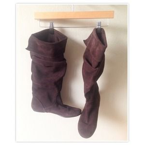 Brown suede boots •