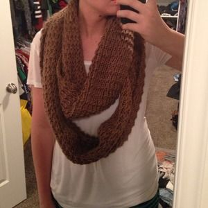 Accessories - Big chunky knit infinity scarf