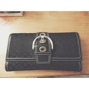 COACH trifold black buckle wallet