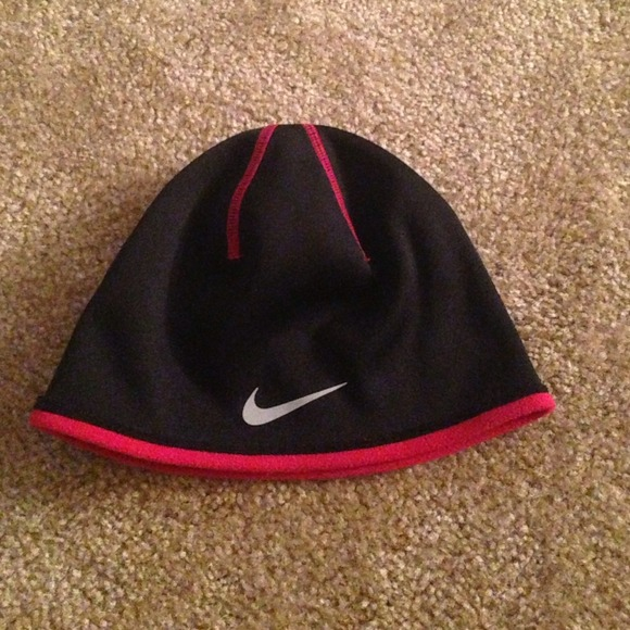 black nike therma fit beanie with red fleece. M 5329053f3005277ea60a1410 6aaae70ea47