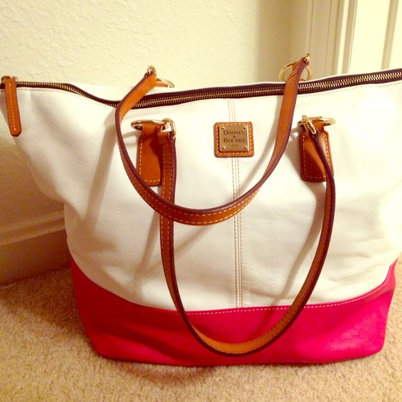 Dooney & Bourke Handbags - 🎉HOST PICK🎉 Pink & White Dooney & Bourke Tote