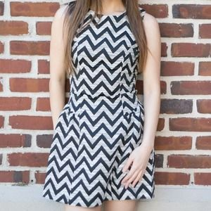 Dresses & Skirts - Chic Chevron Print Dress