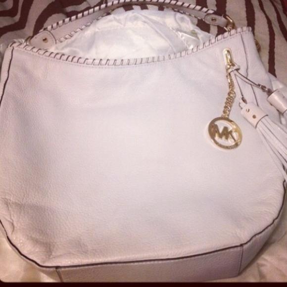 Michael Kors leather hobo bag - REDUCED PRICE. M 534757991c53e80590011e77 7cdc467ad4