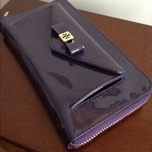 🎉HP🎉 Tory Burch bow continental wallet in violet