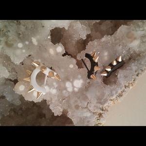 Jewelry - 🌺HP 8/27🌺Cool spike ear hugger!