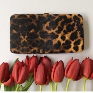 Bags - ❗️$10 SALE❗️Leopard clutch wallet 3