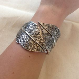 Beautiful silver leaf hinge bracelet