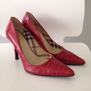 BURBERRY Red Croc Leather Pumps