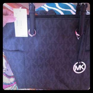 Michael kors purse on sale!!!!!