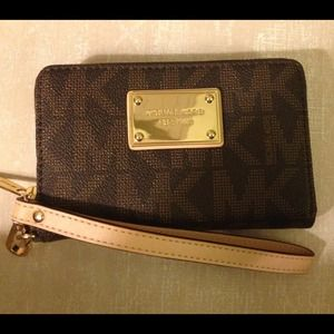 ✨New listing! Michael Kors wallet/phone case!