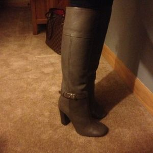Tory Burch Leather taupe boots