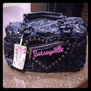 Betsey Johnson Betseyville heart quilted handbag
