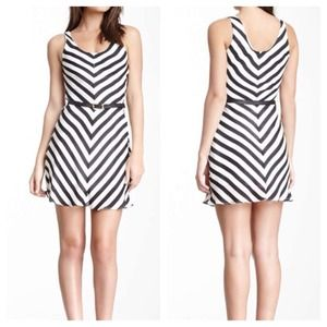 Classy and stylish stripe dress!
