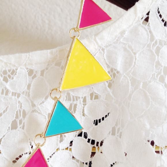Jewelry - NEW! Triangle statement necklace