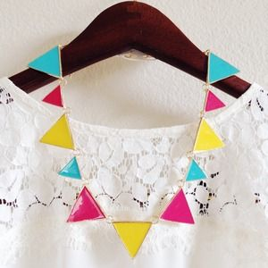 Jewelry - NEW! Triangle statement necklace 1