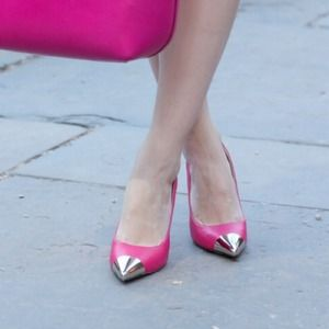Luichiny fuscia cap toe pumps