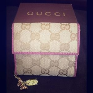 💯% Authentic Gucci wallet butterfly charm pink