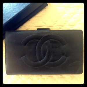 ❤RESERVED❤Authentic CHANEL long black wallet