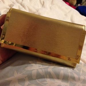 Authentic Tory Burch case