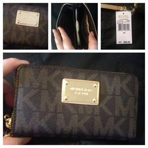 Michael Kors wallet! NEW! 100% authentic!