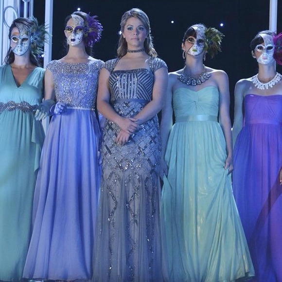 25 Off Adrianna Papell Dresses Amp Skirts Prom Dress Ali Wore It On Pretty Little Liars From