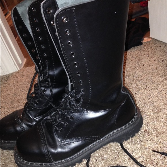 25 demonia boots demonia black combat boots from