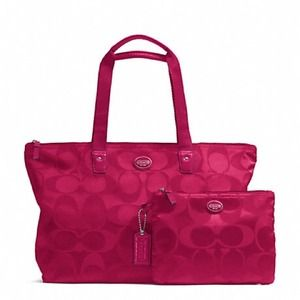 GETAWAY SIGNATURE NYLON PACKABLE WEEKENDER FUCHSIA