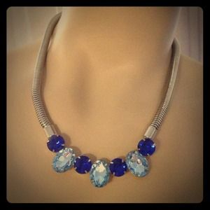 Jewelry - Blue jewel necklace