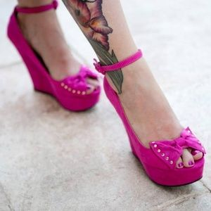Fuschia Pink Peeptoe Wedges with Bow Accent