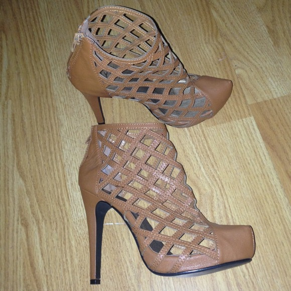 d41fbdb6293 Tan Closed Toe Cut Out Caged Gladiator Heel Bootie.  M 5330bade4845e6199f2cbe96
