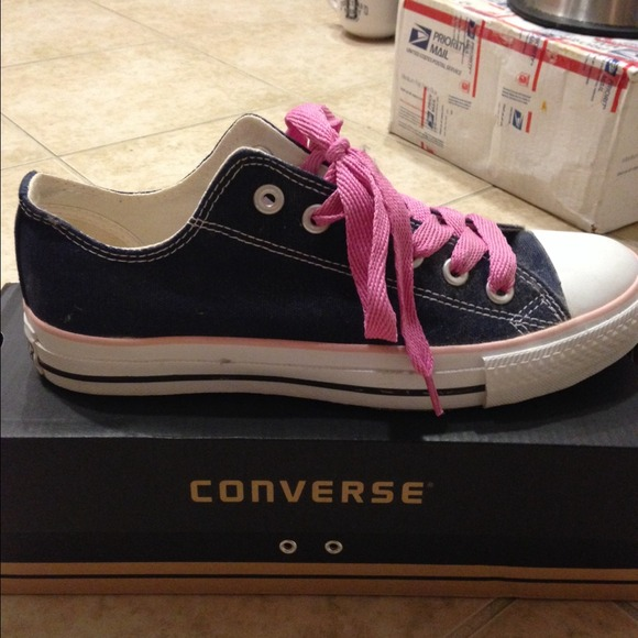 33 converse shoes new navy blue converse with pink