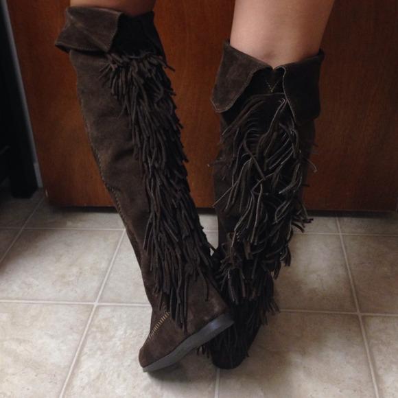 50% off Minnetonka Boots - 🚨NWT Minnetonka Brown Fringe Boots 7 ...