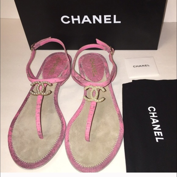 d6125877dc8f Chanel Logo Sandals Pink Pearl CC Euro 41 New