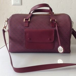 Tory Burch Handbags - Authentic Tory Burch cross body bag