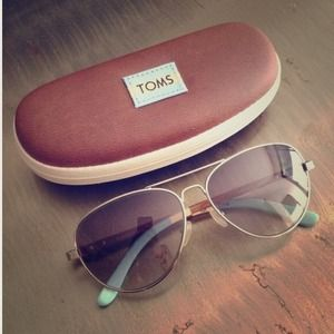 ON HOLD TOMS silver sunglasses
