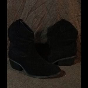 "White Mountain ""Slammin"" black suede boots"