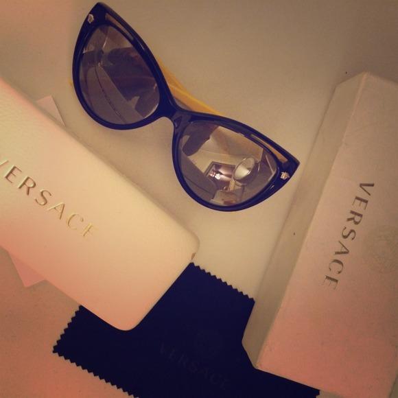 837d69a1ba7 Versace Cat-eye Sunglasses