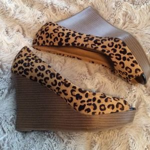 Express leopard wedges 8