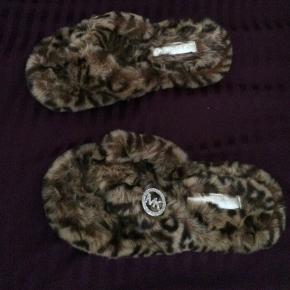 d5c19ffb43a5f Michael kors house slippers. M 53336c1332fe144c62017a9a
