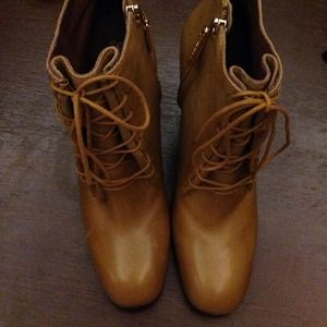 Elizabeth and James Brown Leather Laceup Boots 9.5